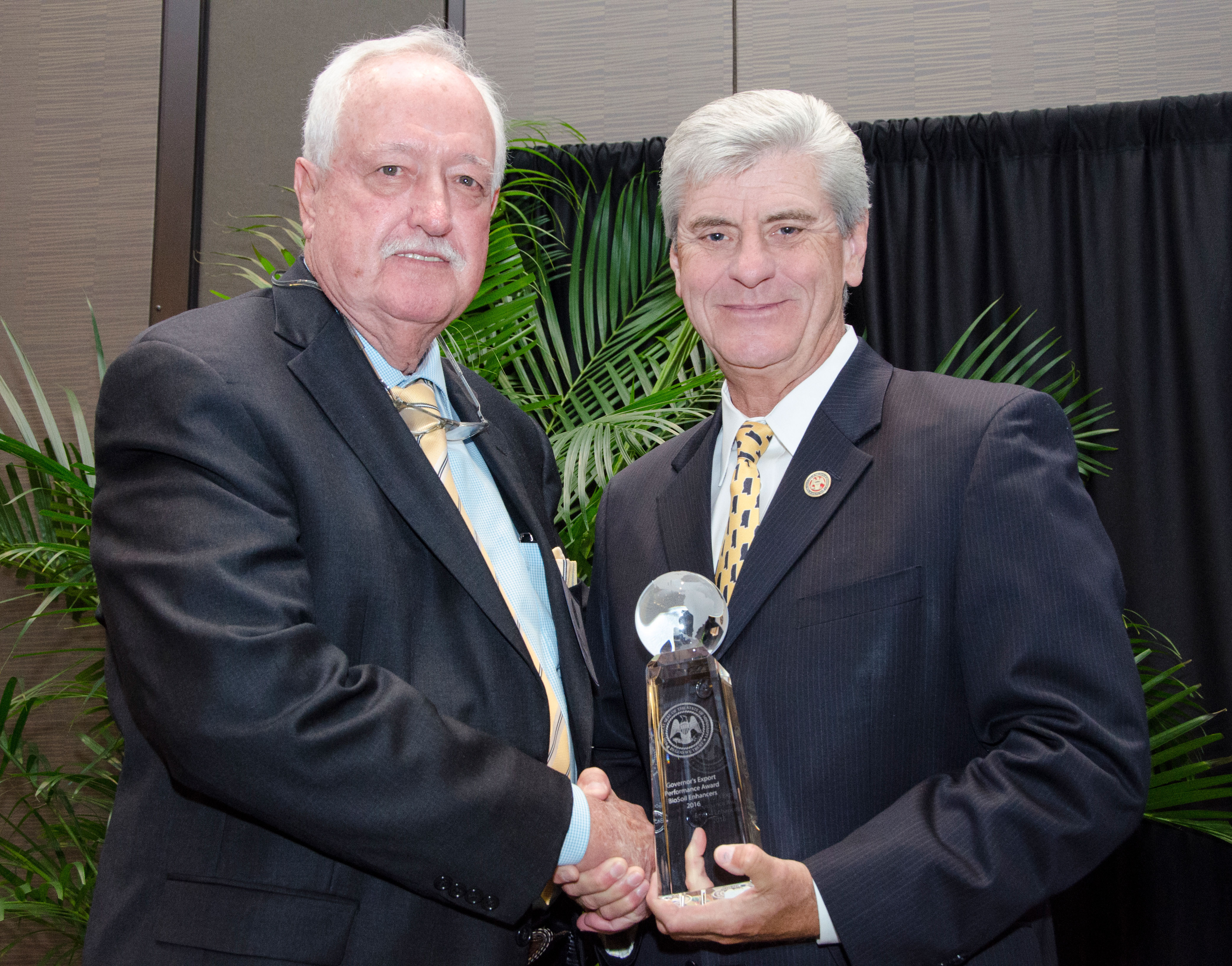 BSEI President, Wayne Wade, accepts award from MS Governor, Phil Bryant